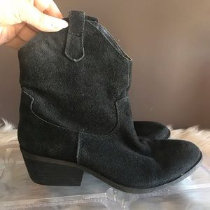 White mountain suede booties sz 6.5